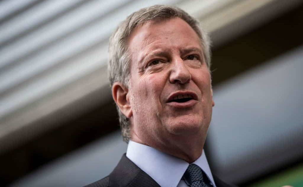 NYC's De Blasio Singles Out Jewish Community for Funeral Gathering – It Doesn't Go Well