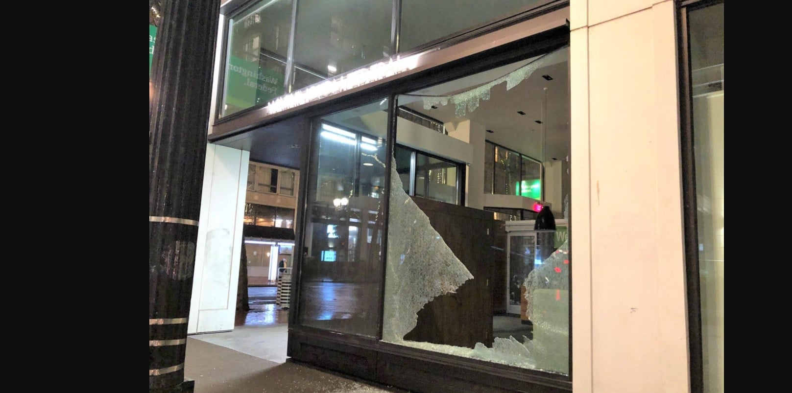 Antifa Tries to Break Into Portland Courthouse and Smashes Up Businesses