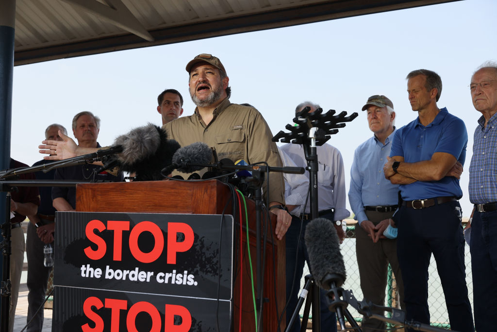 Biden Staffer Tries to Block Ted Cruz From Filming Migrant Facility