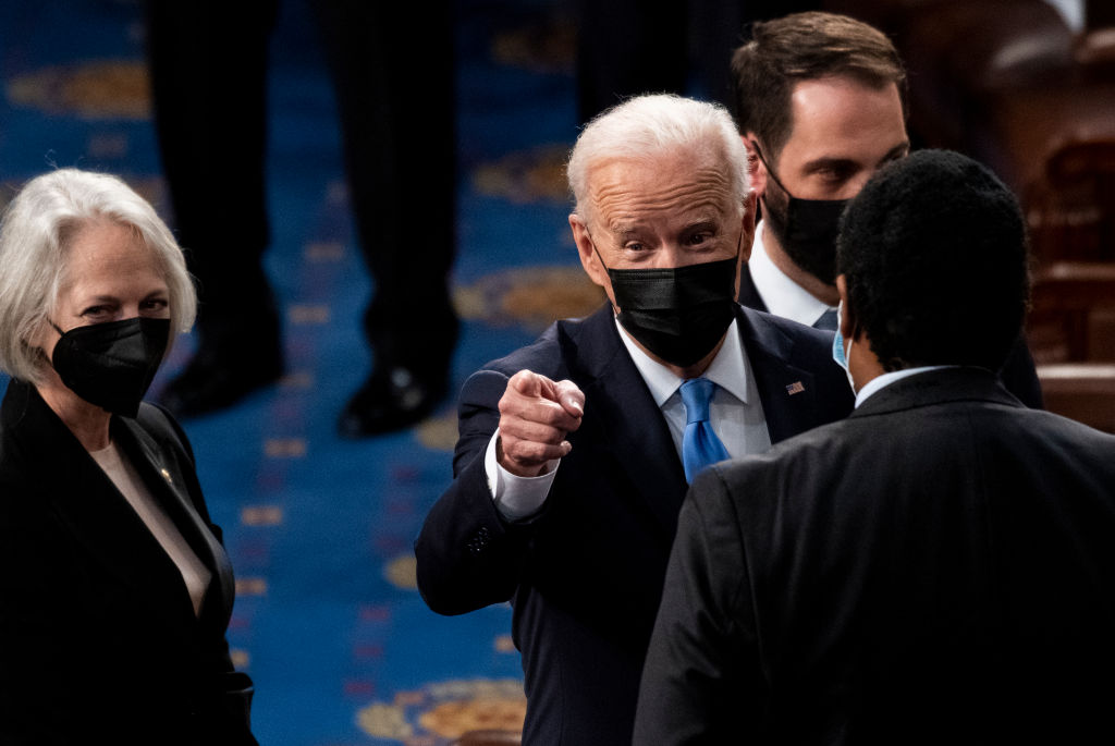 Bidens and Carters Pose for Maskless Indoor Photo – Then Wear Masks Outside